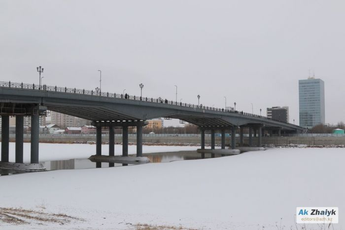 Central Bridge in Atyrau is closed due to destruction in supports of heating networks
