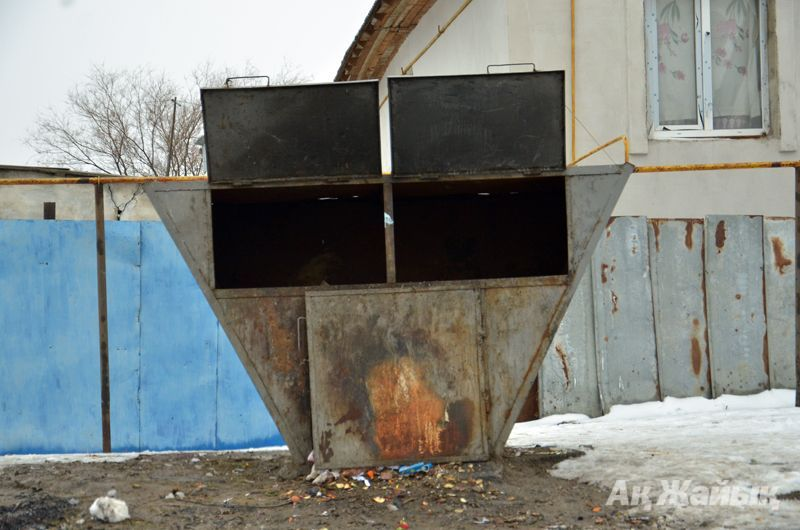 Аэрозоль құтылары жарылған қоқыс контейнері