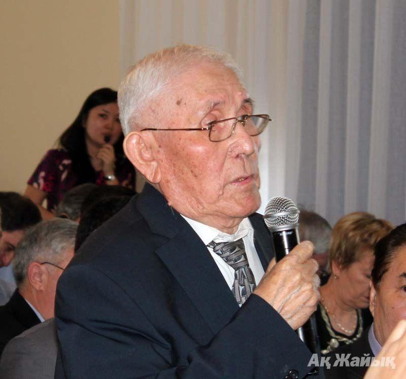 Академик М. Диаров
