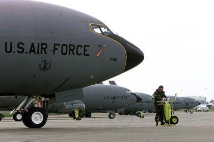 KC-135 ұшағы. Фото: Heinz-Peter Bader / Reuters