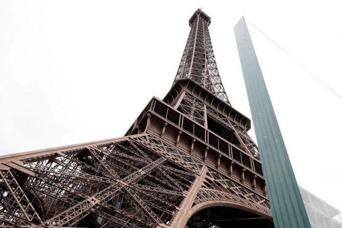 Париж билігі Эйфель мұнарасын терактілерден қорғаудың жолын тапты