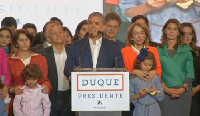 Колумбиядағы президенттік сайлауда Иван Дуке жеңіске жетті