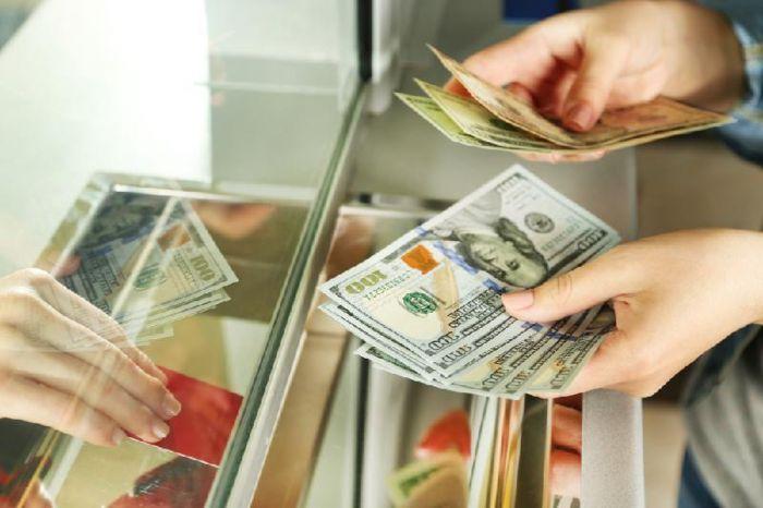 Ұлттық банк басшысы қазақстандықтарға валюта айырбастау бекеттеріне жүгірмеуге кеңес берді
