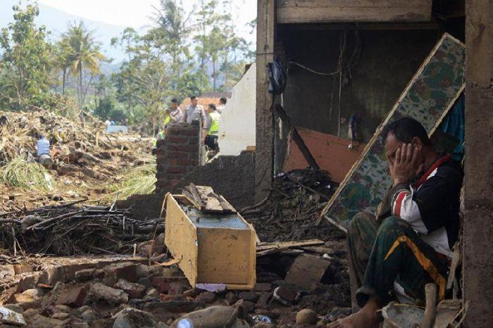 Индонезияда зілзала салдарынан 20 мың адам эвакуацияланды