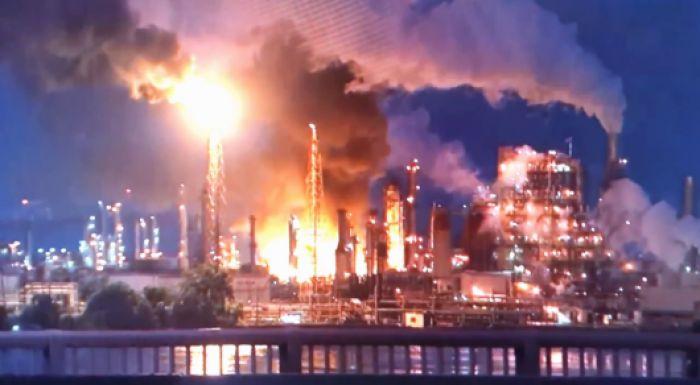 АҚШ-та мұнай өңдеу зауытында жойқын жарылыс болды