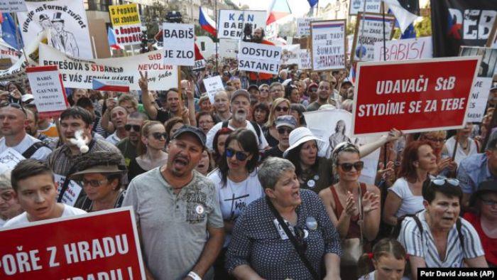 Чехияда 250 мың адам митингке шықты