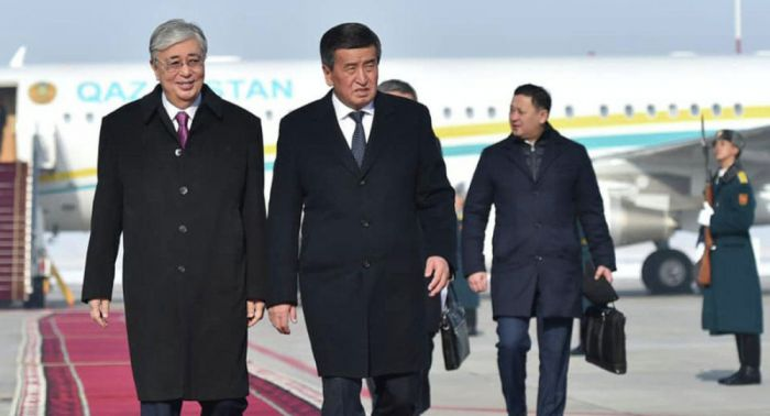 Қырғызстан президенті Тоқаевты Бішкек әуежайынан қарсы алды