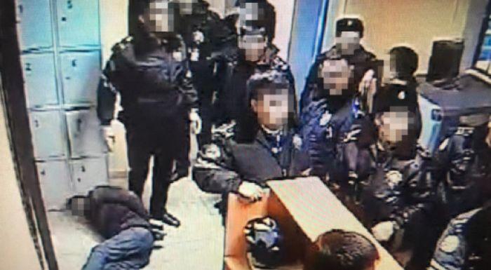 Ақтөбеде ұсталған адамды ұрып-соққан 10 полицей қызметінен қуылды
