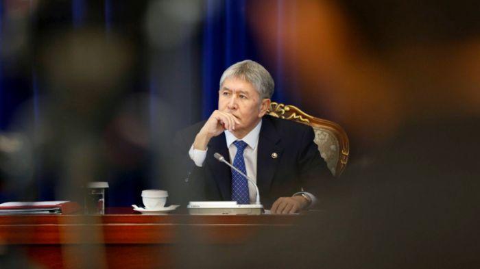 Бұрынғы президент Атамбаев сотқа жеткізілді