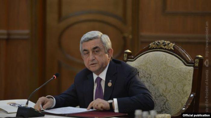 """Арменияның бұрынғы президентіне """"ірі көлемде ақша жымқырды"""" деген айып тағылды"""