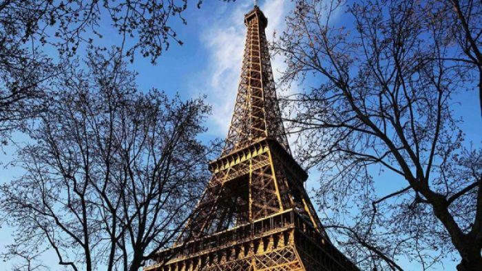Бүгін Париждегі Эйфель мұнарасы жабылды