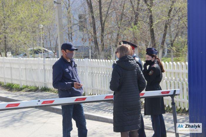 «КТК» журналистерін полиция алып кетті, ал аурухана қызметкерлері өз жанайқайын жеткізіп үлгермеді