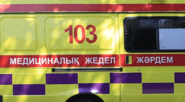 """Астрахан трассасында әскери жүк көлігі мен """"жедел жәрдем"""" соқтығысып, екі медик және жедел жәрдем жүргізушісі қаза тапты"""