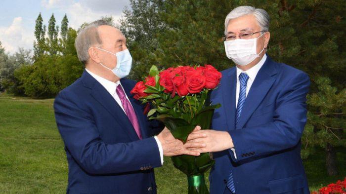 Тоқаев Назарбаевты туған күнімен құттықтады
