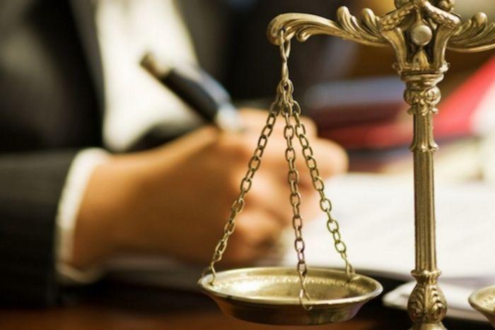 Нотариус пен адвокаттарға жұмыс жасауға болады