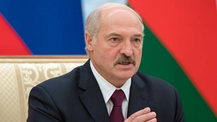 Лукашенко конституцияны өзгертуді ұсынды