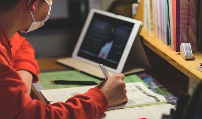 Қалам-дәптер орнына ноутбук пен планшет алынады