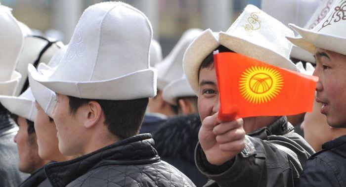 Қырғыз ақыны президентке жемқорлық пен ұрлық мәселесін өлең арқылы жеткізді – видео