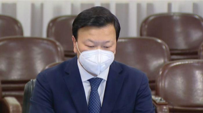 Денсаулық сақтау министрі тұмауға қарсы вакцина салдырды