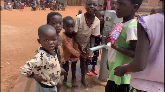 Атырау лицейінің түлектері африкалықтарға құдық салып берді