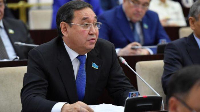 Сенатор Дүйсембаев үкіметтен Атырауға көбірек ақша қалдыруды сұрады