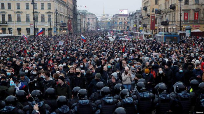 Мәскеуде Навальныйдың әйелі мен жақтастары ұсталды