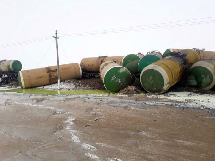 Ақтөбе облысында 22 жүк цистернасы жолдан шығып кетті
