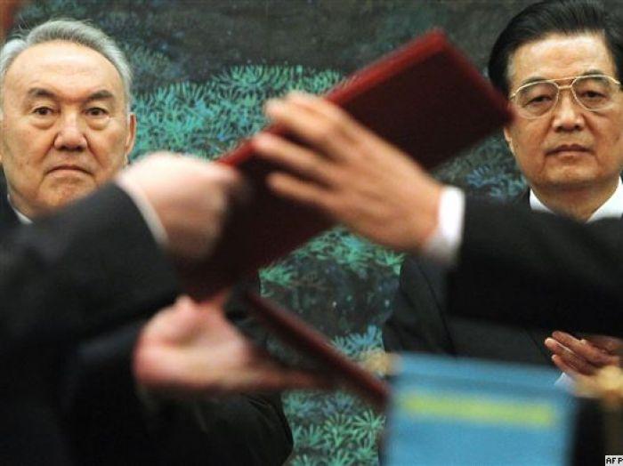 Назарбаевтың Қытайға сапары тағы бір мәрте саяси ортада күдік тудырды
