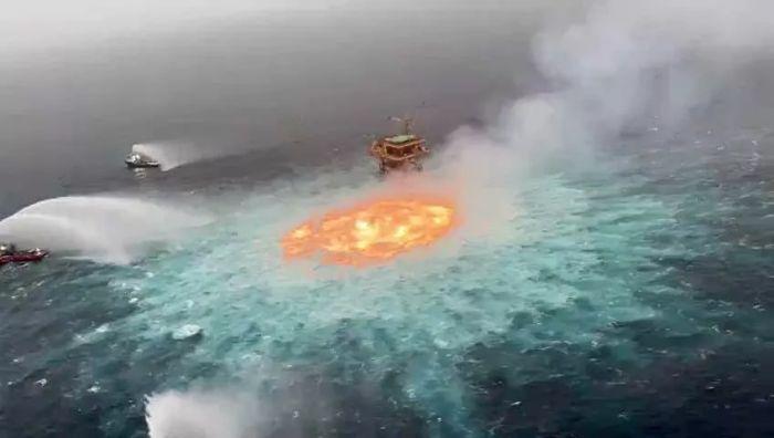 Мексика шығанағында мұнай құбырынан өрт шықты