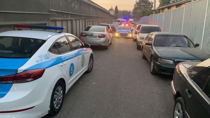 Алматыдағы атыс: ер адам полицейлер мен сот орындаушыларын өлтірді