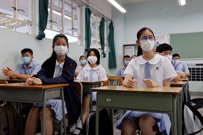 Қытай оқушыларының киіміне чип орнатыла бастады