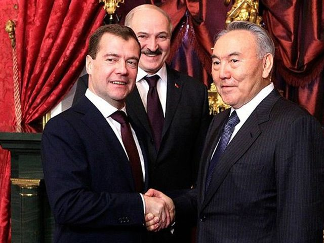 Президенты трёх стран, подписавших договор о создании Таможенного Союза. Фото с сайта azh.kz