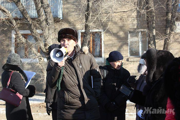 Житель Исатайского района Сагингали Капизов на митинге.