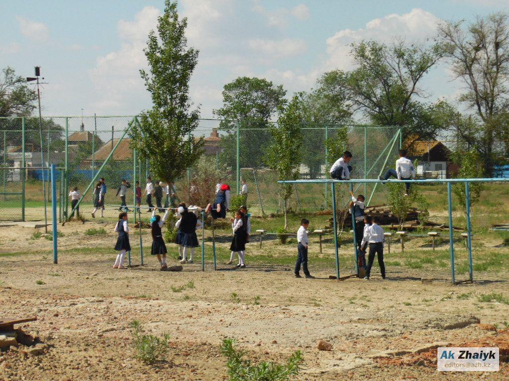 Атырауская область: В селе Орлы школа стоит без крыши - нет денег