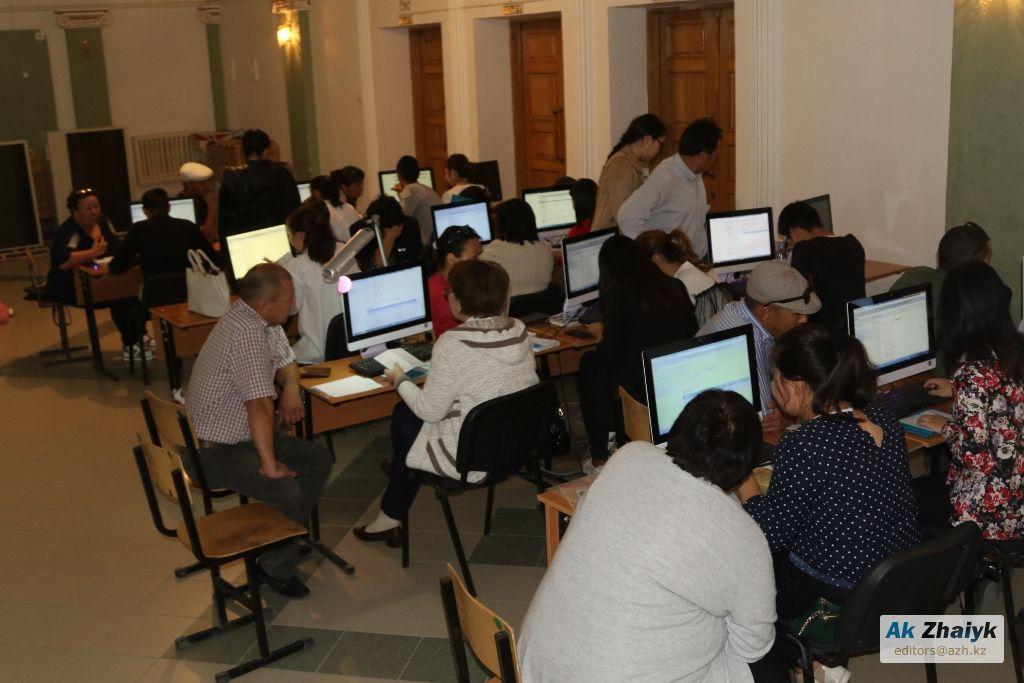 Списание кредитов: Многодетные в Атырау стоят в очереди с четырех часов утра (ВИДЕО)