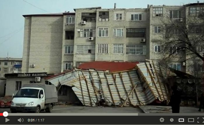 Последствия сильного ветра в Атырау