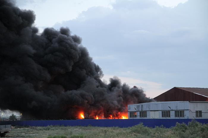 Крупный пожар на базе Гурьевснаба 25 июня в 20 часов в Атырау на территории...