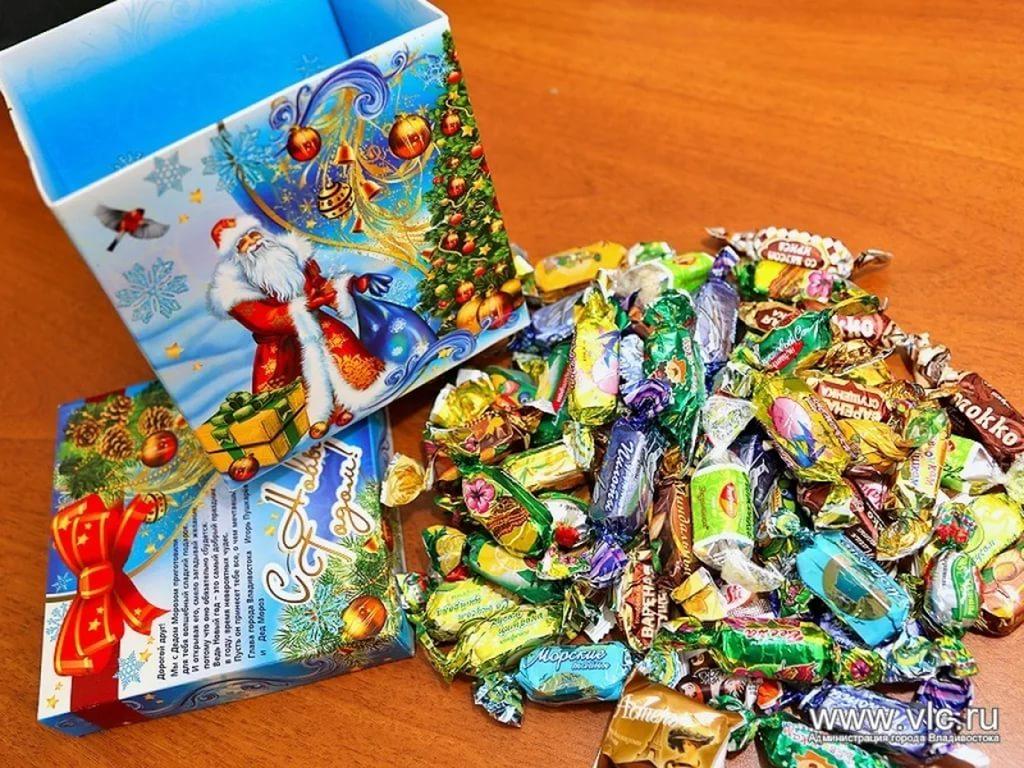 Что положить в новогодний подарок детям 196