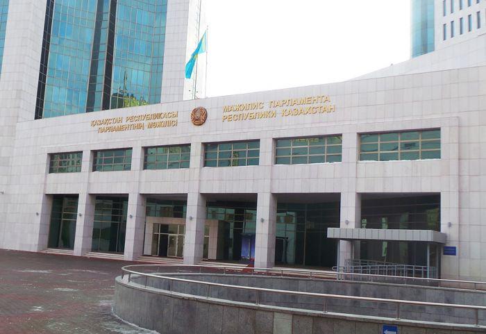 Конституция: Статус Основателя Казахстана, Первого Президента и Елбасы записали неизменным, но без фамилии