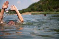 Утонул, спасая других