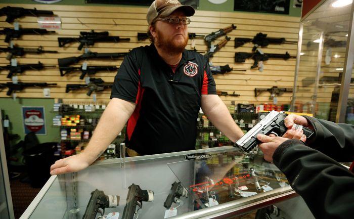 Трамп предложил вооружать учителей для предотвращения нападений в школах
