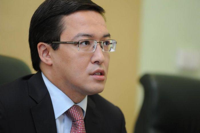Акишев посоветовал казахстанцам не брать кредиты