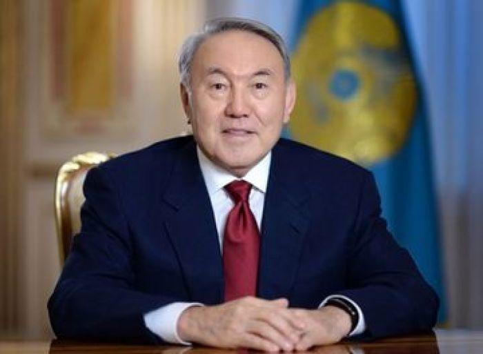 Назарбаев поздравил казахстанцев с Днём благодарности