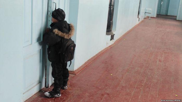 Скандал в интернате в Каскелене: ученика застали с полуголой воспитательницей