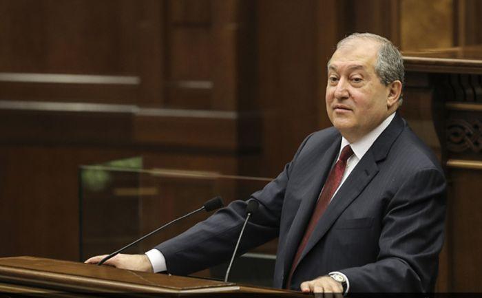 В Армении парламент впервые избрал президента страны