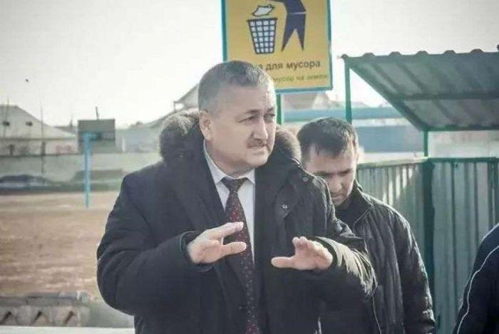 В ЮКО за взятку задержан аким, прославившийся после открытия туалета за 3 млн тенге
