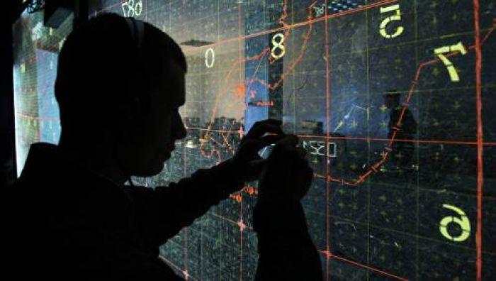 ФСБ пожурила и отпустила четырех шпионов с рулонами секретных карт Генштаба