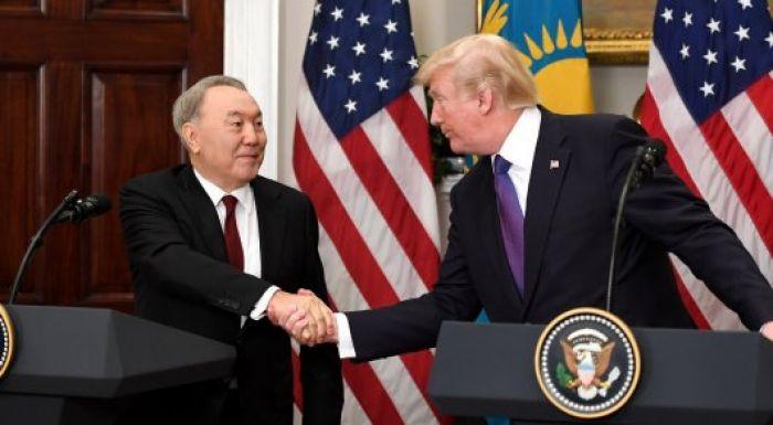 Трамп подарил Назарбаеву на память клюшку для гольфа