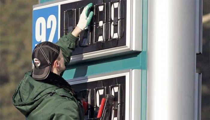 Снижение стоимости бензина прогнозирует Канат Бозумбаев