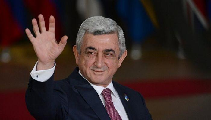 Премьер-министром Армении, вопреки протестам на улице, избран Саргсян